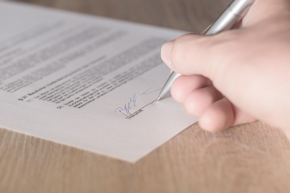 Top five contract negotiation tips for creatives who want to freelance